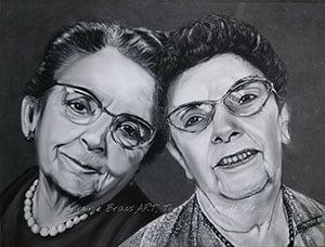 Dessin aux pastels secs noir et blanc d'une maman et sa fille