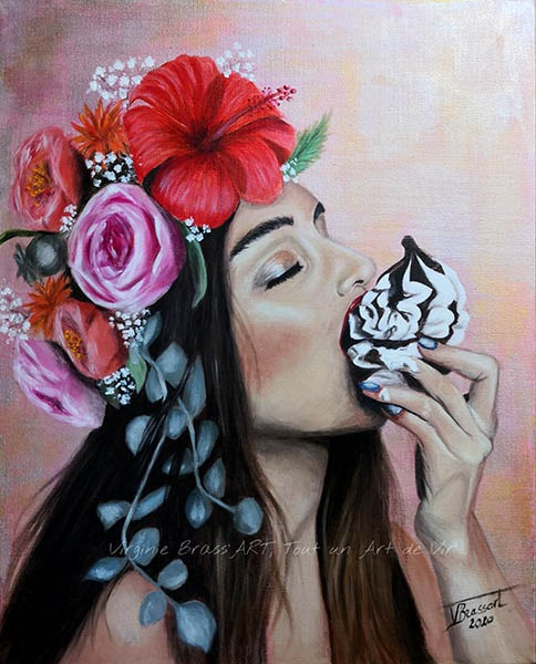 Tableau d'une femme avec une couronne de fleurs sur la tête dégustant un cupcake réalisé par l'artiste peintre et portraitiste animalière Virginie Brassart