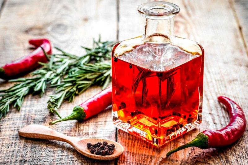 conservare i peperoncini - come fare l'olio al peperoncino