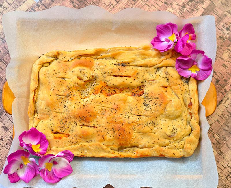 torta rustica al salmone con pasta fatta in casa ricetta ingredienti preparazione virosac magazine decorata con fiori