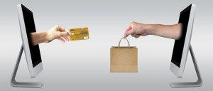 Online betalen twee computers met creditcard en tasje