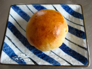 Bun stuffed with red bean paste - recipe in The Book of Buns