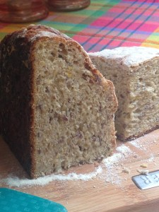 Delicious and nutritious:  bread with plantain and flax seeds.