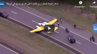 Un petit avion atterrit en urgence sur une autoroute (Vidéo)