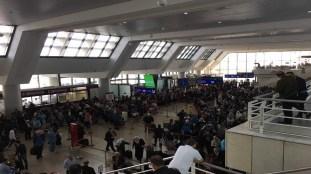 Reprise des vols : jusqu'à 8 h d'attente dans les aéroports