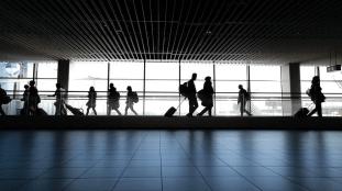 Aéroports français : des centaines de passagers refoulés
