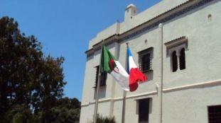 Franco-Algériens bloqués en Algérie : l'ambassade et les consulats français réfutent les critiques