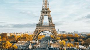 Paris et ses palaces attendent désespérément les touristes étrangers (Vidéo)