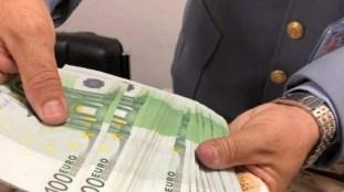 Aéroports algériens : d'importantes sommes en devises saisies