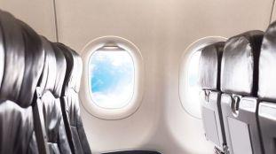 Les endroits les plus sales dans un avion, selon un agent de bord