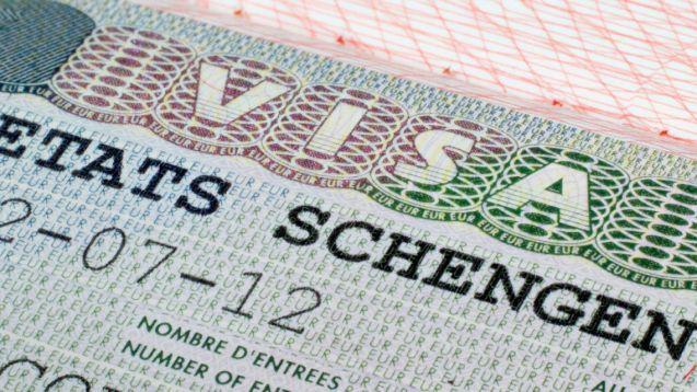 Voyages: qui a le droit de se rendre en France?
