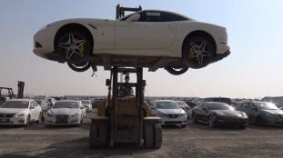 À Dubaï, le cimetière des voitures de luxe abandonnées (Vidéo)