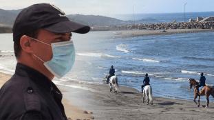 Une première en Algérie : des policiers à cheval pour surveiller les plages