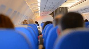 Bagarre dans un avion : un passager ivre arrache l'oreille d'un autre
