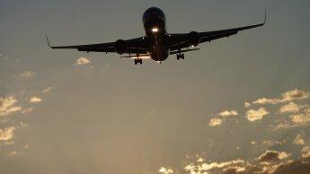 L'avion parmi les dérogations au couvre-feu en France