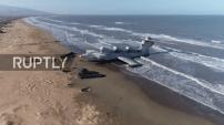 Vidéo – Images incroyables d'un avion abandonné au bord d'une plage en Russie