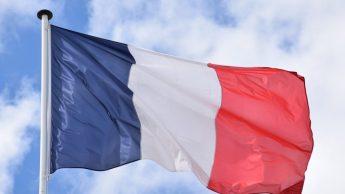 La France entre en confinement vendredi pour un mois