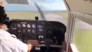 Violent atterrissage d'un avion après sa sortie de piste – Vidéo depuis le cockpit
