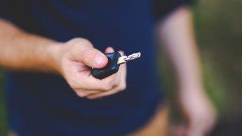 Un Algérien achète en France une voiture volée et se retrouve poursuivi en Algérie
