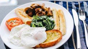 Différences culturelles : le petit-déjeuner salé des Anglais