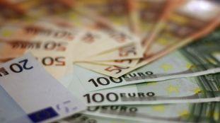 Aéroport d'Alger : une importante somme en devises cachée dans une théière