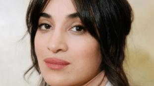 Camélia Jordana, la chanteuse d'origine algérienne qui s'impose dans le débat politique