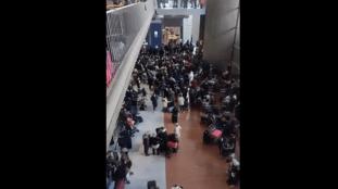 VIDÉO. Derniers vols Air Algérie : scènes de pagaille à Roissy