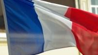 Titres de séjour : la France serre la vis