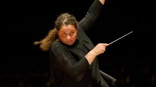 Zahia Ziouani, première cheffe d'orchestre d'origine algérienne en France