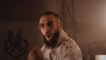 Médine, le rappeur d'origine algérienne qui s'amuse de la politique française