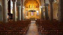 France : un musulman provoque la panique en priant dans une église
