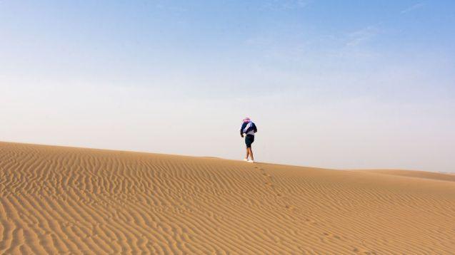 VIDÉO – Des bains glacés pour les touristes au milieu du désert
