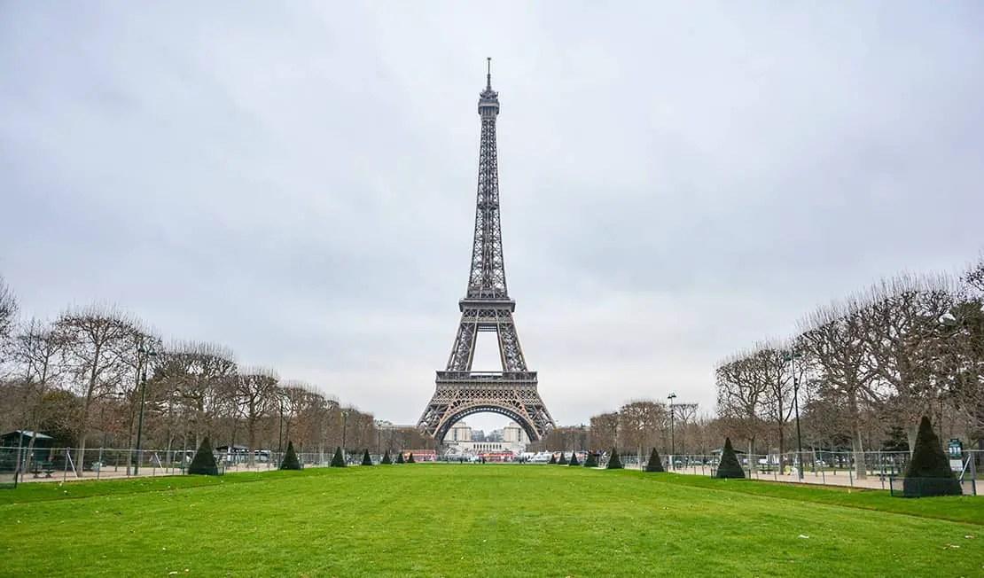 paris travel guide - eiffel tower