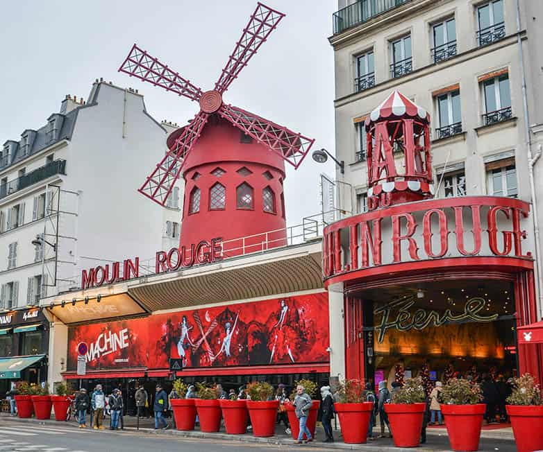 moulin rouge in paris france