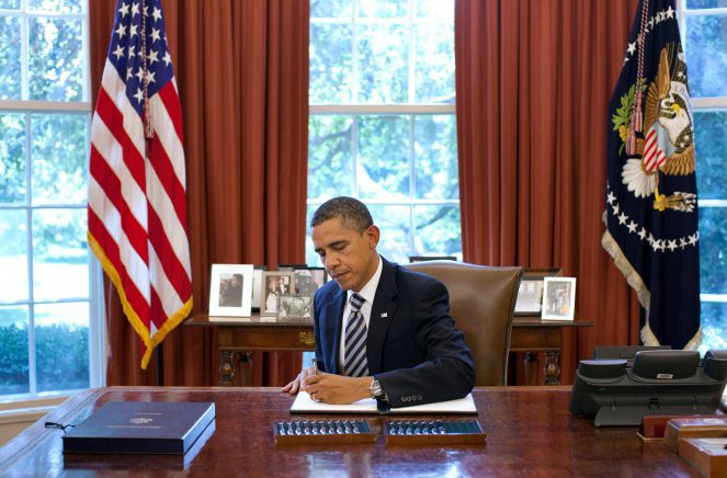 Obama_signs_Budget_Control_Act_of_2011