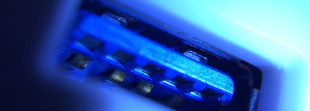 Un port USB photographié en macro