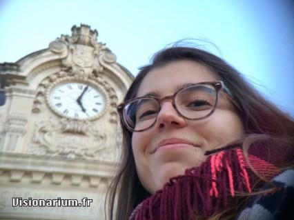 Portrait trop classe devant la gare de Lyon-Brotteaux