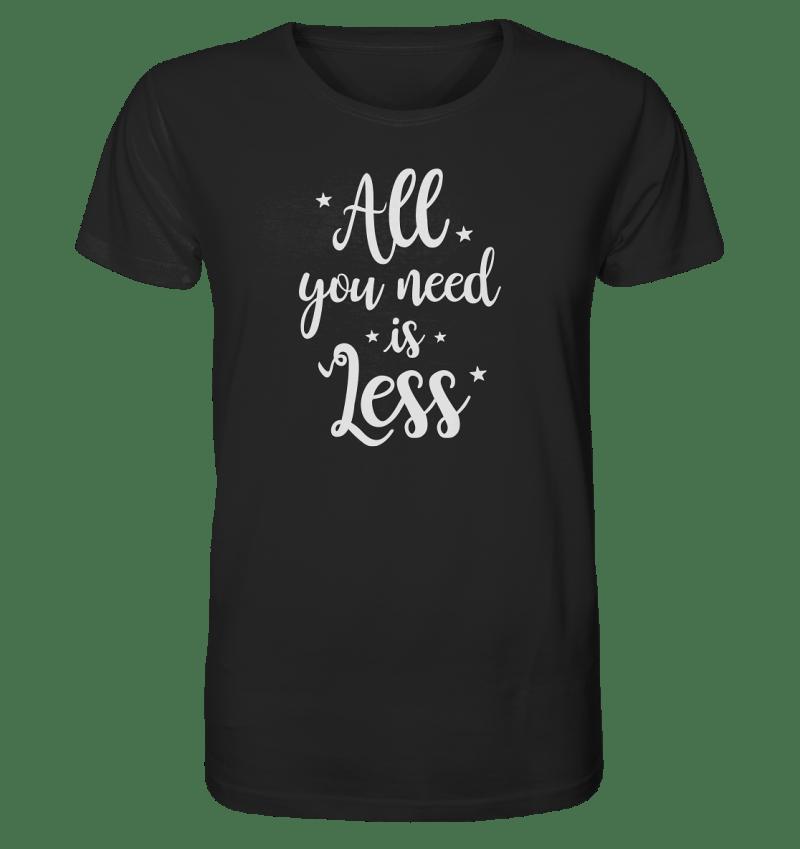 All You Need Is Less. Typografisches Motiv auf einem Bio Baumwoll Shirt für Herren.