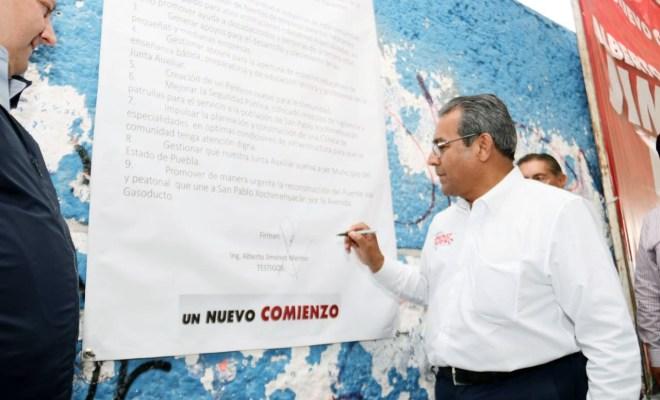 Jiménez Merino firma compromisos con pobladores de Xochimehuacan