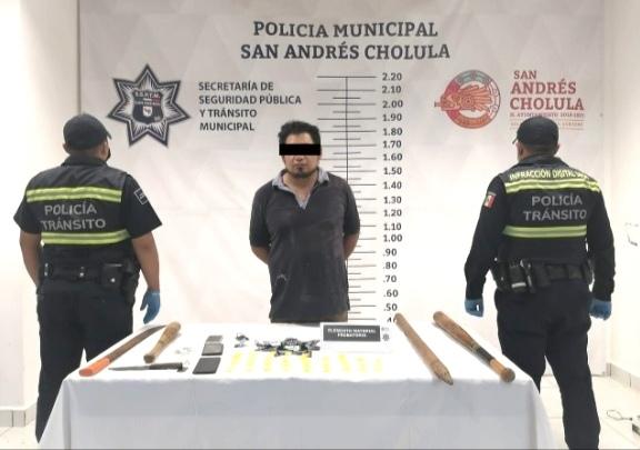SSPTM DE SAN ANDRÉS CHOLULA DETIENE A HOMBRE CON 32 ENVOLTORIOS DE POLVO BLANCO