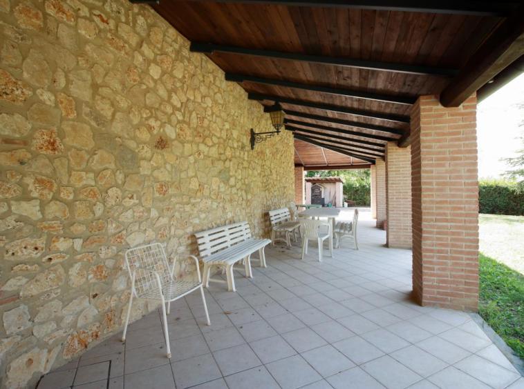 25 - Giove - Villa con Piscina - Portico