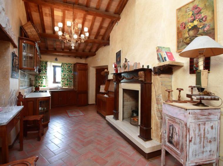 6 - Poggiolo - Calvi dell'Umbria - Cucina Tinello