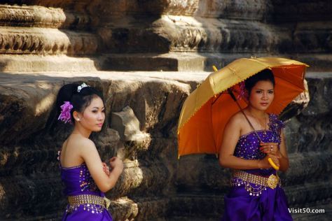 Cambodian wedding photo shoot at Angkor Wat