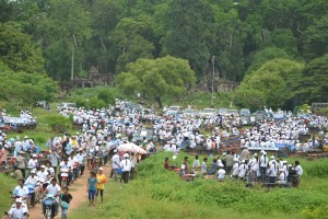 CPP members rally inside Banteay Chhmar Temple