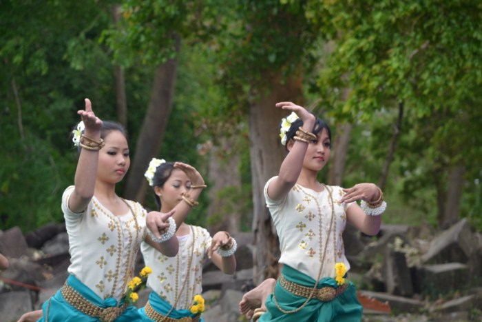 Poung Maree (Flower Women) Dance