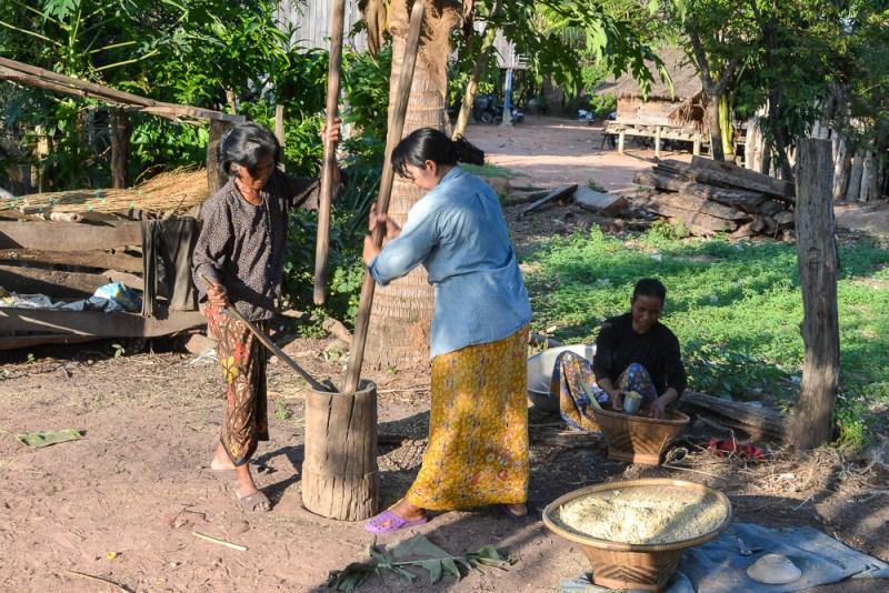 Preparing dalambok for the Sampeas Preah Khe ceremony