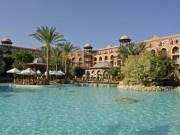 Schoene Hotelanlage mit großem Pool in Aegypten.