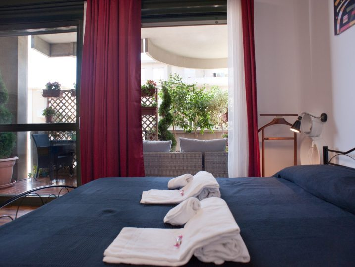 Terrace in town, ideal for your holiday! --> Comfort holiday house with balcony in central Cagliari