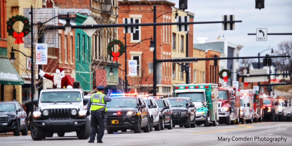 Santa arrives in downtown Defiance. Image by Mary Comden Photography.