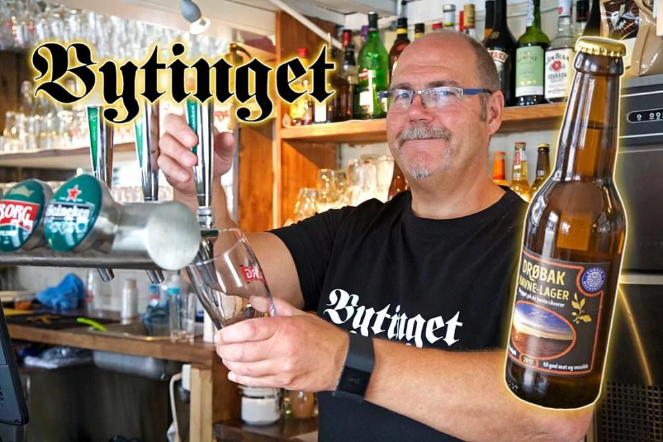 Innehaver Rune Maurtvedt driver ekte brun pub og kan i tillegg til fatøl by på spesialiteter som 'Havne-lager' brygget til HavneBlues'en i Drøbak.